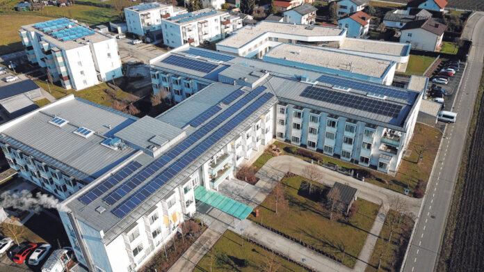 Die PV-Anlage der Energiegenossenschaft Region Eferding auf dem Bezirksalten- und Pflegeheim Eferding