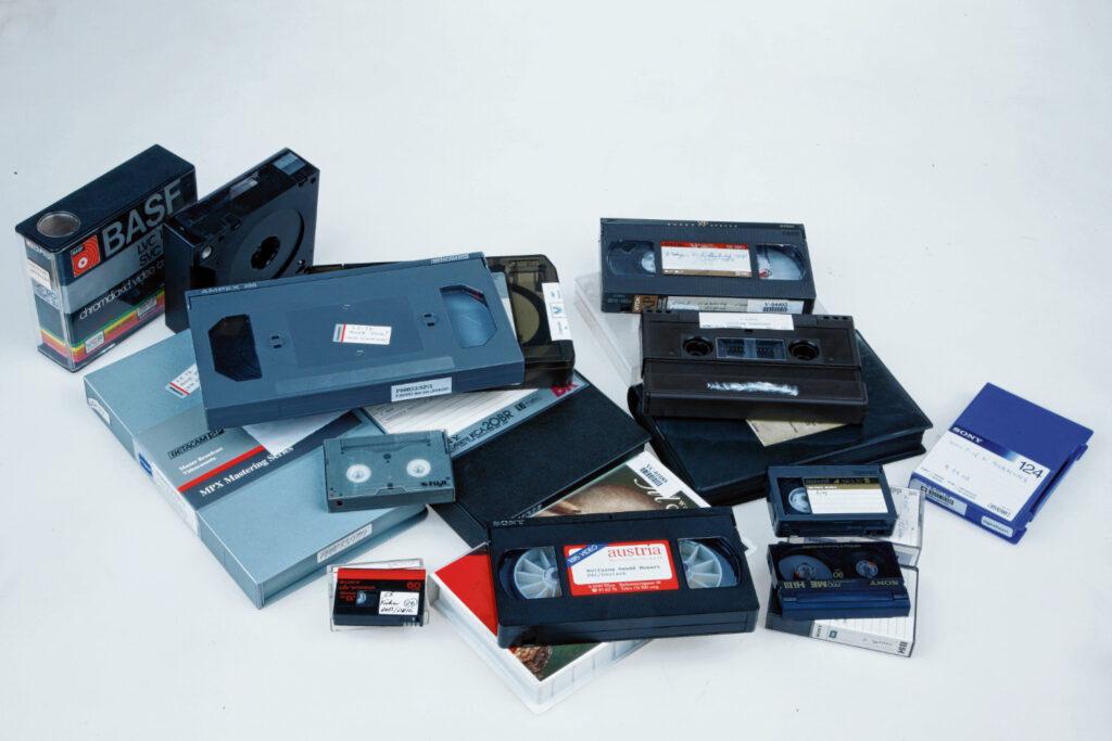 Diverse Videoträger aus der Österreichischen Mediathek