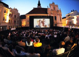 Zahlreiche Gäste beim Sommerkino unter freien Himmel in St. Pölten