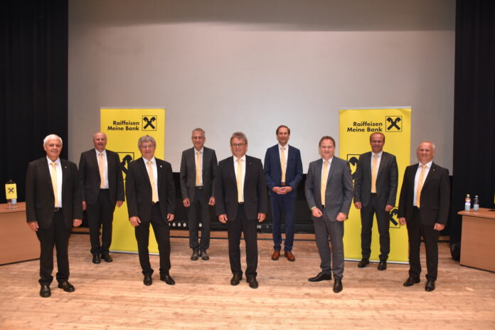 Gruppenfoto des neuen Aufsichtsrates und des Vorstandes