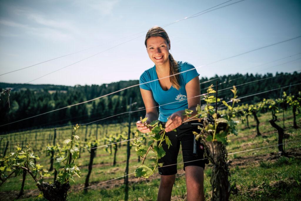 Karin Dokter in ihrem Weingarten